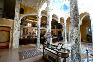 DEL - Interior, columns and reception