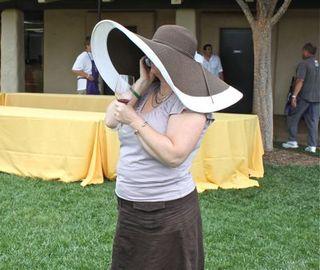 Auction - big hat