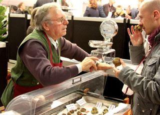 Truffles - vendor and buyer at 350 dpi