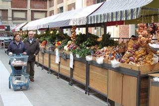 EAT - Shoppers push cart by fresh produce