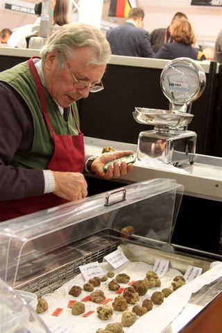 Truffles - vendor with calculator at 350 dpi