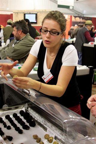 Truffles - woman vendor at 350 dpi