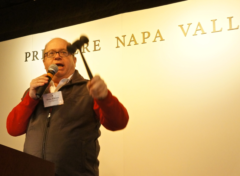 A - NVV Auctioneer Fritz Hatton in action