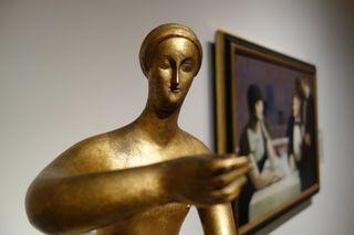 A - NYC - gold sculpture
