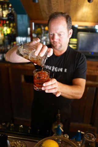 G&G - Scott mixes the Manhattan I