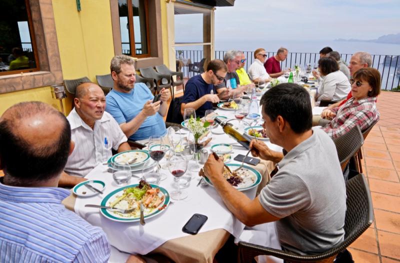 Patio lunch at Quinta do Furao