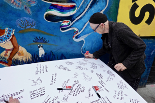 Celebrants sign large card for Ferlinghetti 1