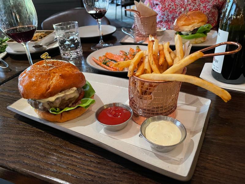 Burger at Goldfinch Tavern  Four Seasons Hotel (3)