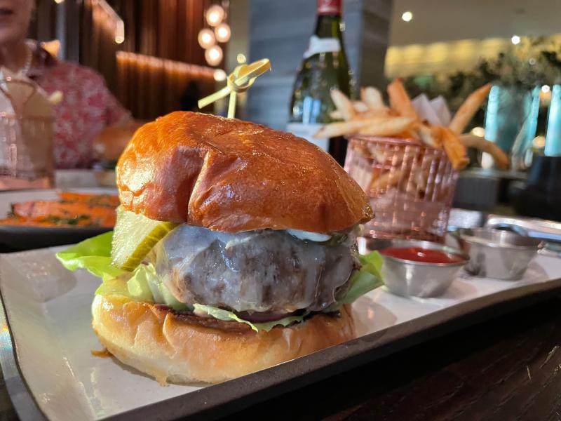 Burger at Goldfinch Tavern  Four Seasons Hotel (2)