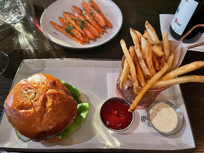 Burger at Goldfinch Tavern  Four Seasons Hotel (1)