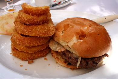 The_amazing_burger_and_onion_rings_