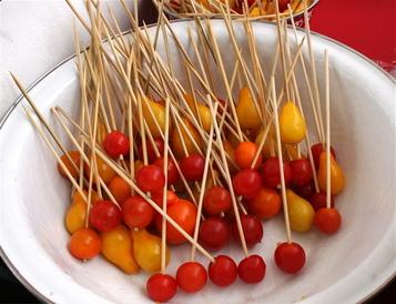 Tomato_cherries_on_stix