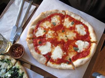 Piccino_cu_pizza_2