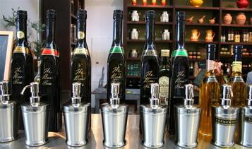 A_olive_oils_to_taste